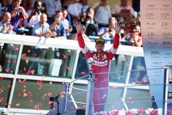 Sebastian Vettel, Ferrari, feiert Platz zwei auf dem Podium