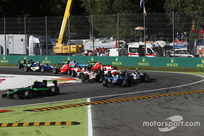 Race 2 Start: Alex Fontana, Status Grand Prix leads