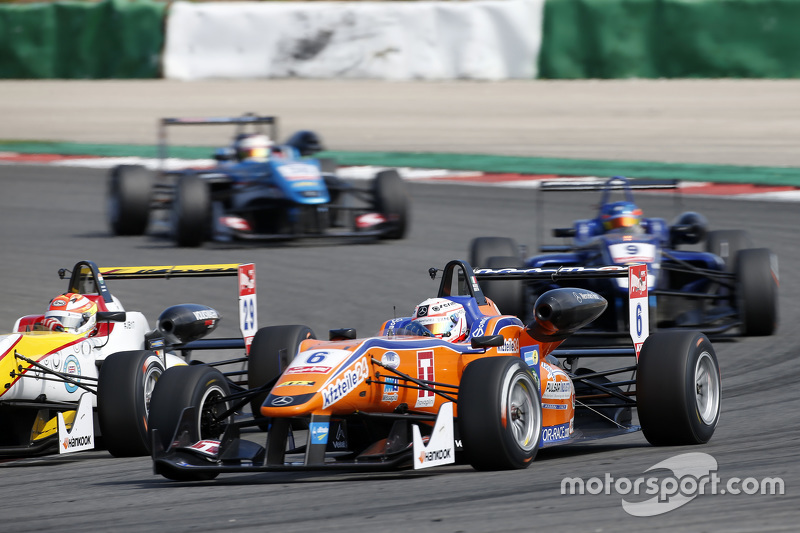 Мішель Беретта, Mücke Motorsport Dallara Mercedes-Benz та Арджун Майні, Van Amersfoort Racing Dallar
