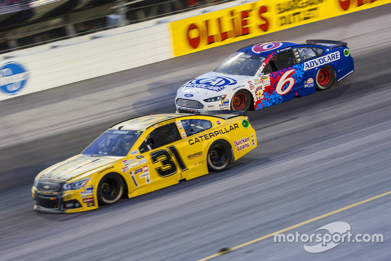 Ryan Newman, Richard Childress Racing Chevrolet and Trevor Bayne, Roush Fenway Racing Ford