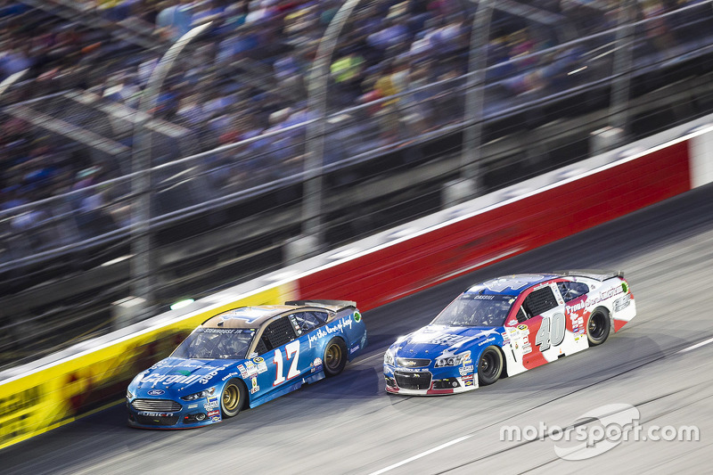 Ricky Stenhouse Jr., Roush Fenway Racing Ford and Landon Cassill, Hillman Circle Sport LLC Chevrolet