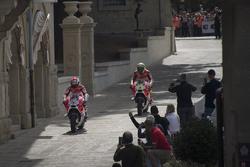 Andrea Dovizioso, Ducati Team e Andrea Iannone, Ducati Team, per le strade di San Marino