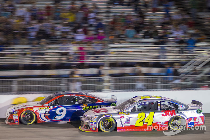 Sam Hornish Jr., Richard Petty Motorsports Ford and Jeff Gordon, Hendrick Motorsports Chevrolet