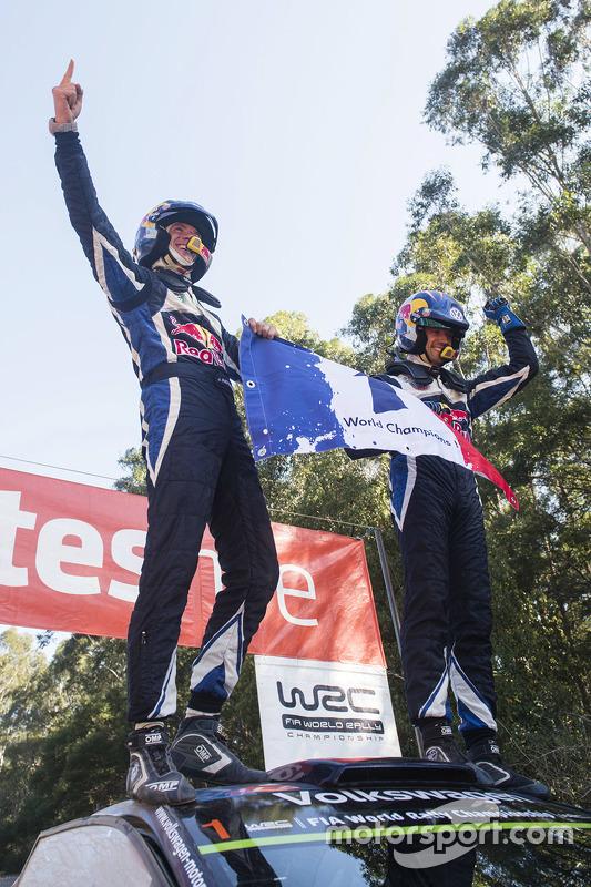 Winnaars en wereldkampioenen WRC 2015 Sébastien Ogier en Julien Ingrassia, Volkswagen Polo WRC, Volk