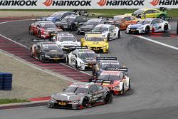 Start: Tom Blomqvist, BMW Team RBM, BMW M4 DTM, in Führung