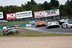 #11 22 GT Racing Aston Martin Vantage GT3: Mark Farmer, Jon Barnes ile genişten alıyor