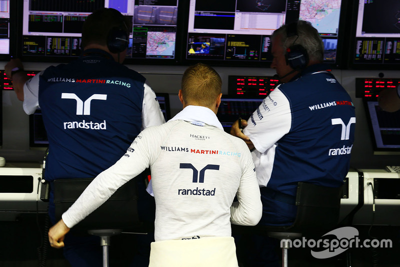 Valtteri Bottas, Williams on the pit gantry