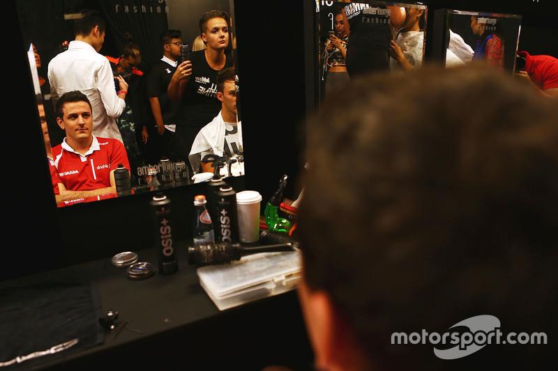 Fabio Leimer, Manor F1 Team, Test- und Ersatzfahrer, bei der Modenschau Amber Lounge
