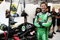 Romain Grosjean, Lotus F1 Team en un traje overol de Xbox