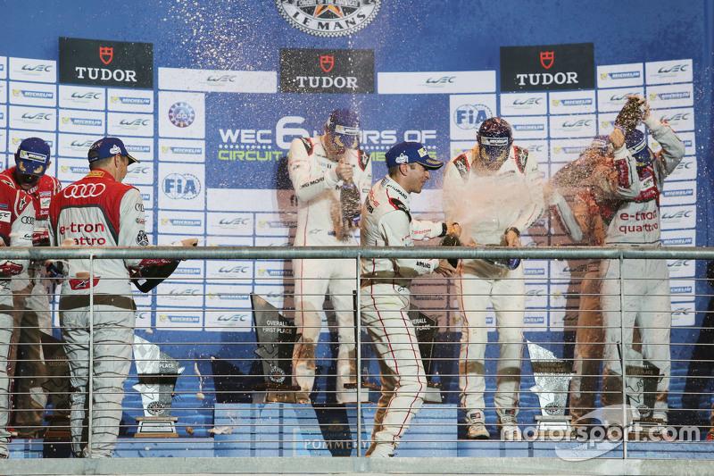 Podium: 1. Timo Bernhard, Mark Webber, Brendon Hartley, Porsche Team, feiern auf dem Podium