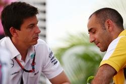 Toto Wolff, Azionista e Amministratore Delegato Mercedes AMG F1 con Cyril Abiteboul, Consigliere delegato Renault Sport F1