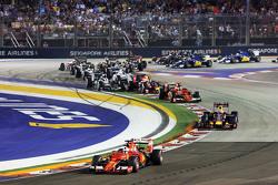 Sebastian Vettel, Ferrari SF15-T, in Führung nach dem Start