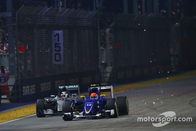 Marcus Ericsson, Sauber C34 passes Lewis Hamilton, Mercedes AMG F1 W06