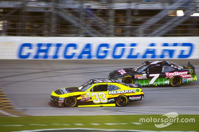 Paul Menard, Richard Childress Racing Chevrolet and Regan Smith, JR Motorsports Chevrolet