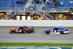 Darrell Wallace Jr., Roush Fenway Racing Ford ve Elliott Sadler, Roush Fenway Racing Ford
