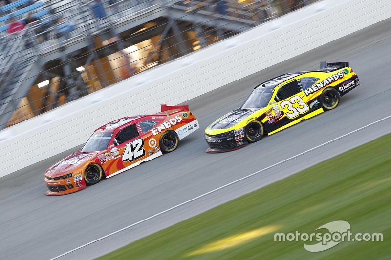 Kyle Larson, HScott Motorsports Chevrolet and Paul Menard, Richard Childress Racing Chevrolet