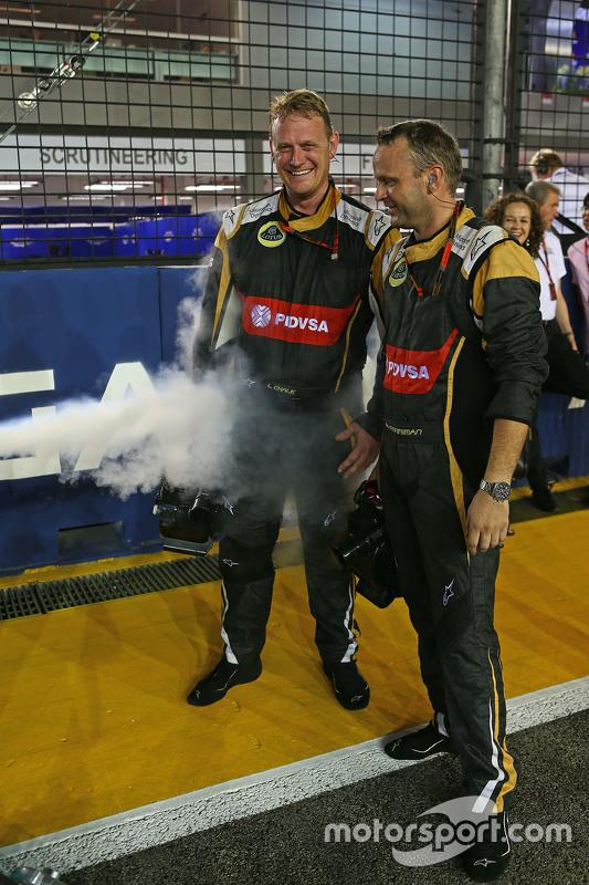 Lotus F1 Team механіки на стартовій решітці