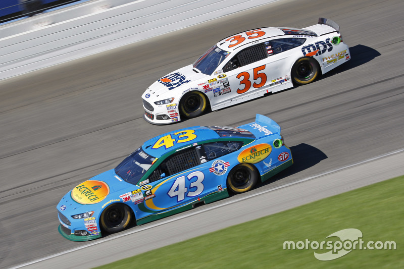 Aric Almirola, Richard Petty Motorsports Ford; Cole Whitt, Front Row Motorsports Ford