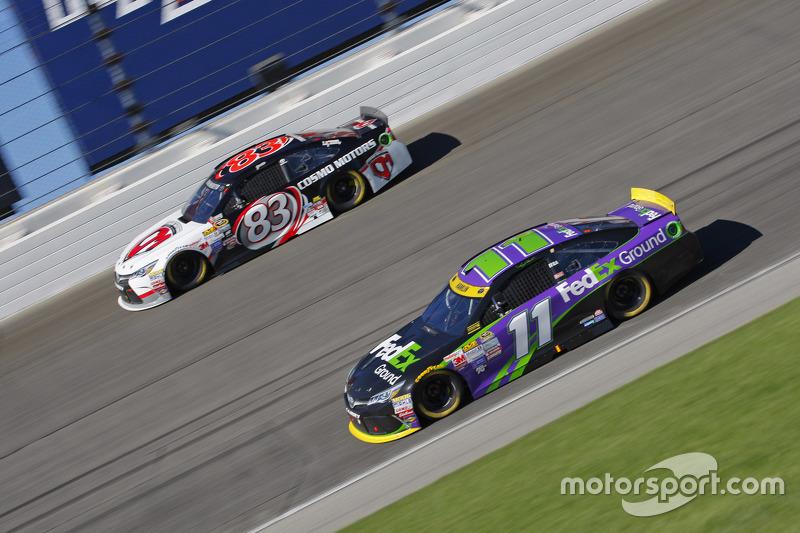 Denny Hamlin, Joe Gibbs Racing Toyota; Matt Dibenedetto, BK Racing Toyota