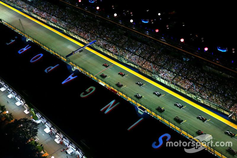Inicio: Sebastian Vettel, Ferrari SF15-T lider