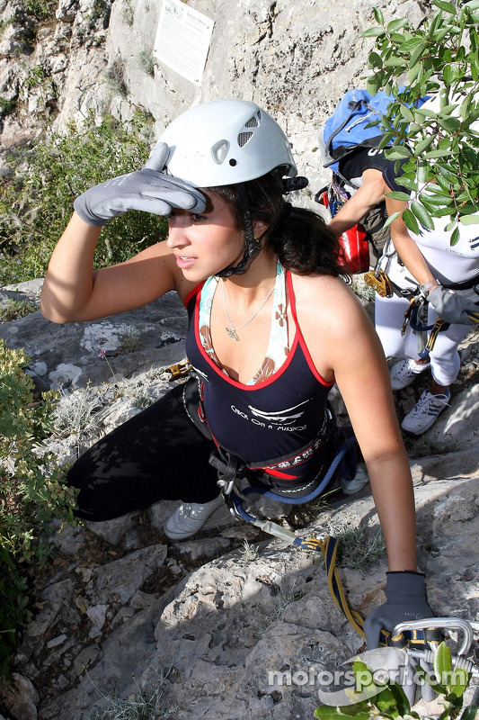 Formula Unas girls in a mountain climbing expedition: Mina Zakipour