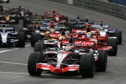 Start: Fernando Alonso, McLaren Mercedes, MP4-22, Lewis Hamilton, McLaren Mercedes, MP4-22 and Felipe Massa, Scuderia Ferrari, F2007