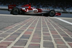Feature at Start / Finish Line, Takuma Sato, Super Aguri F1, SA07