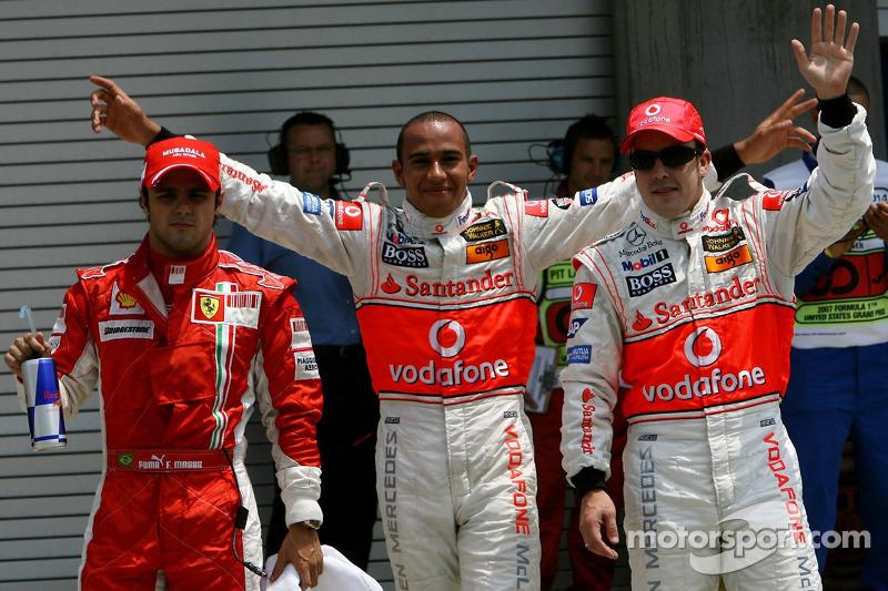 Ganador de la Pole Position Lewis Hamilton, McLaren Mercedes, MP4-22, segundo puesto Fernando Alonso, McLaren Mercedes, MP4-22, tercer lugar Lewis Hamilton, McLaren Mercedes, MP4-22