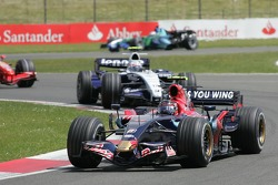 Scott Speed, Scuderia Toro Rosso, STR02 and Alexander Wurz, Williams F1 Team, FW29