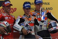 Podium: racewinnaar Dani Pedrosa met Loris Capirossi en Nicky Hayden