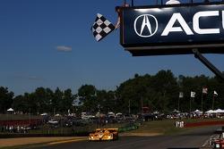 #7 Penske Motorsports Porsche RS Spyder: Romain Dumas, Timo Bernhard takes the checkered flag