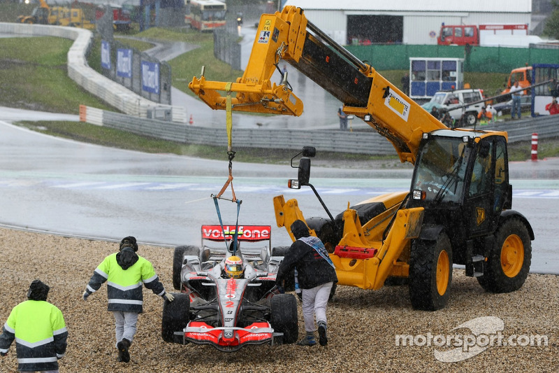 Lewis Hamilton, McLaren Mercedes, MP4-22 is lifted back onto circuit