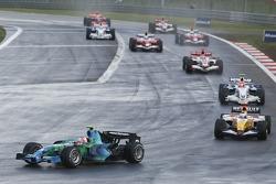 Rubens Barrichello, Honda Racing F1 Team RA107; Giancarlo Fisichella, Renault F1 Team R27