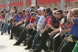 Les équipages attendent pour se qualifier