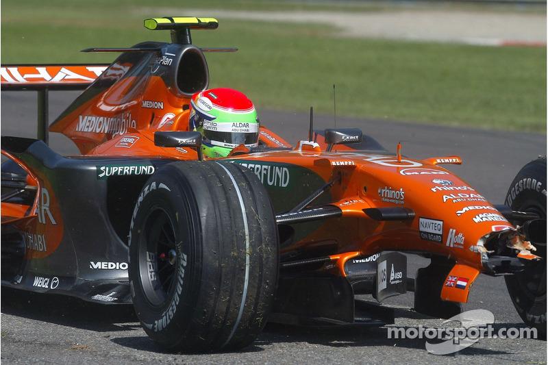 Sakon Yamamoto, Spyker F1 Team, F8-VII-B hit wall ve lost his ön kanat Q1