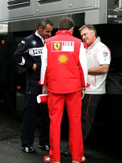 Chris Dyer, Scuderia Ferrari, Track Engineer of Kimi Raikkonen and Beat Zehnder, BMW Sauber F1 Team, Team Manager