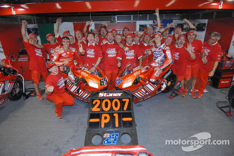 Ducati merayakan keberhasilan Casey Stoner meraih gelar MotoGP 2007