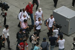 Lewis Hamilton, McLaren Mercedes deja el circuito