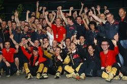 Sebastian Vettel, Scuderia Toro Rosso und Vitantonio Liuzzi, Scuderia Toro Rosso, wurden Vierter und Fünfter