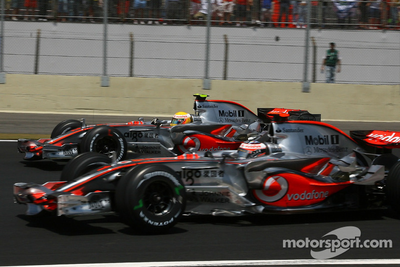 8: Lewis Hamilton y Fernando Alonso (McLaren)