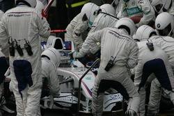 Nick Heidfeld, BMW Sauber F1 Team, F1.07 pit stop