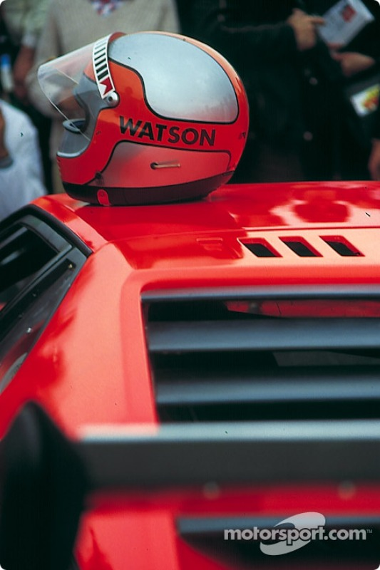 Le casque de John Watson sur une BMW Procar