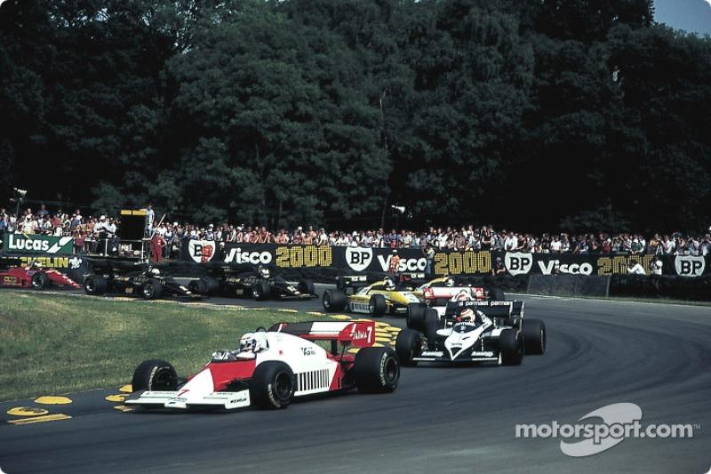 Départ : Prost mène le peloton