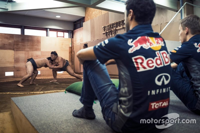 Daniel Ricciardo, Red Bull Racing and Daniil Kvyat, Red Bull Racing visit a local sumo practice