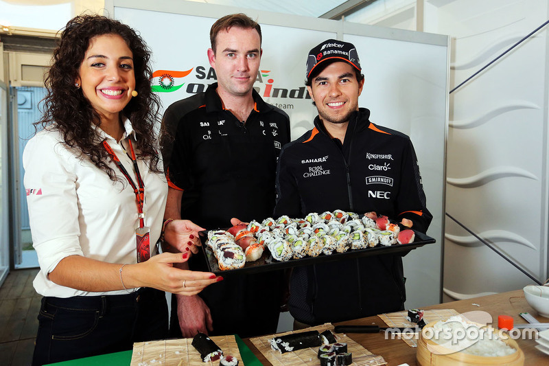 Sergio Perez, Sahara Force India F1, bereitet Sushi zu