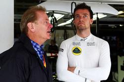 乔林•帕尔默(路特斯替补车手)与父亲乔纳森•帕尔默(前F1车手)