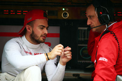 Will Stevens, Manor Marussia F1 Team with Gianluca Pisanello, Manor Marussia F1 Team Chief Engineer on the pit gantry