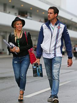 Adrian Sutil, Williams резервний гонщик з his подруга Jennifer Becks
