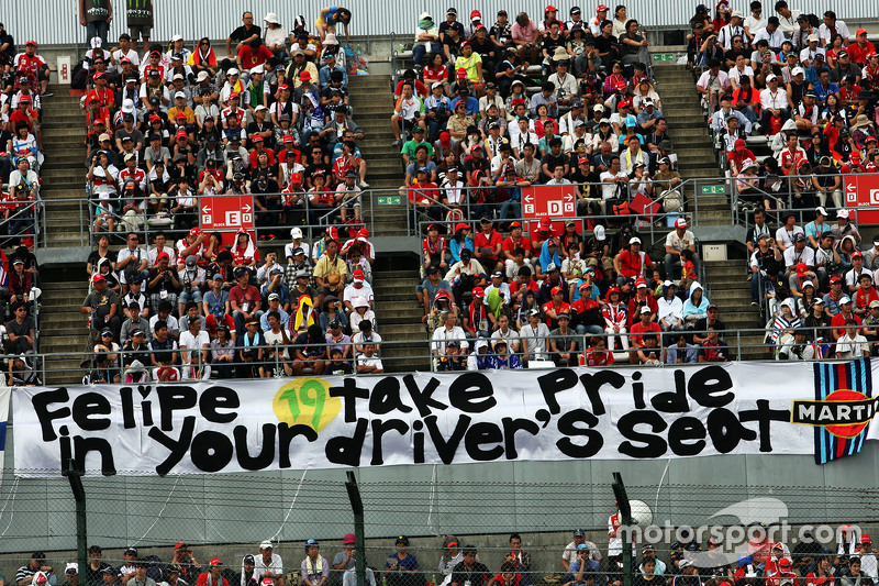 Fans in the grandstand and a banner for Felipe Massa, Williams