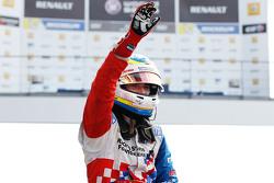 Le vainqueur Oliver Rowland, Fortec Motorsports